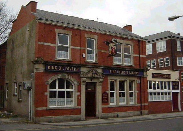 King Street Tavern. 1877 Thomas's first pub, round the corner from Larkhill Road with the college in the background. King Street is now called Manchester Road. This pub has recently been demolished.